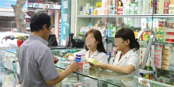 Một tiệm thuốc, 2 vị khách nam: người mua thuốc bổ cho vợ, người mua tránh thai 10 ngàn còn chê đắt không mua - Ảnh 1.