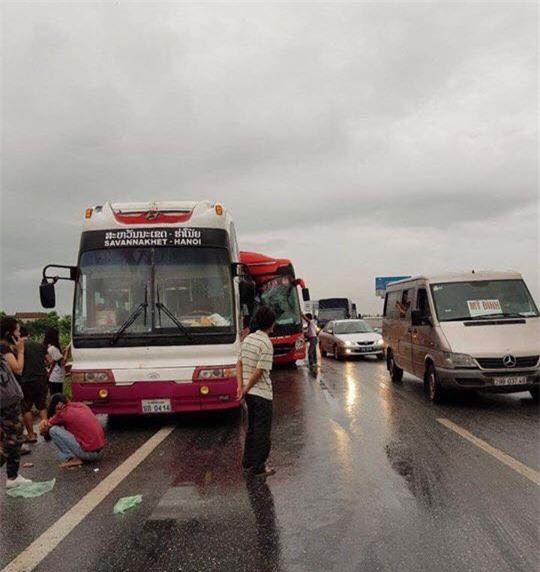 3 xe tông nhau, nhiều người bị thương trên cao tốc Pháp Vân-Cầu Giẽ - Ảnh 1.