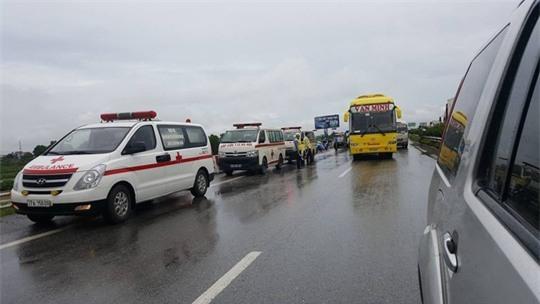 3 xe tông nhau, nhiều người bị thương trên cao tốc Pháp Vân-Cầu Giẽ - Ảnh 3.