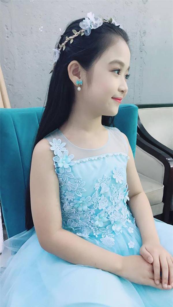 Bé gái mới nổi được cho là xinh hơn cả Hoa khôi nhí Cần Thơ thực chất là ai?-2