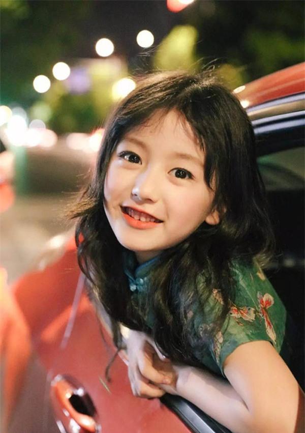 Bé gái mới nổi được cho là xinh hơn cả Hoa khôi nhí Cần Thơ thực chất là ai?-4