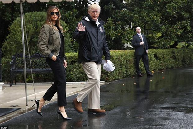Đi giày cao gót tới thăm Texas sau siêu bão Harvey, Đệ nhất phu nhân Melania Trump gây xôn xao dư luận - Ảnh 2.