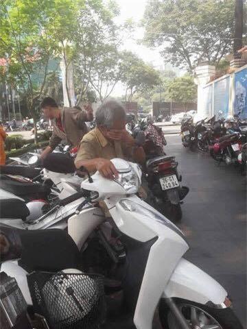 """Bác giữ xe ở Sài Gòn chuyên """"quát mắng"""" khách nhưng ai cũng thích được nghe - Ảnh 3."""