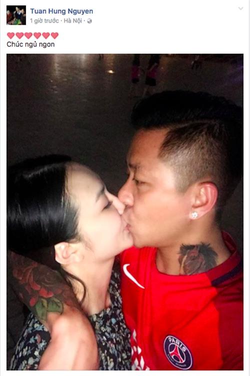 """Tuấn Hưng """"khóa môi"""" vợ thắm thiết, khẳng định tình cảm mặn nồng sau tin đồn không hay tại quán bar - Ảnh 1."""