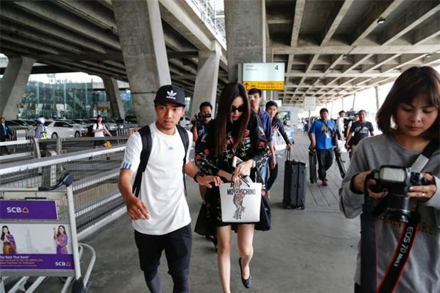 Messi Thái Chanathip khoe bạn gái người mẫu xinh đẹp - Ảnh 1.