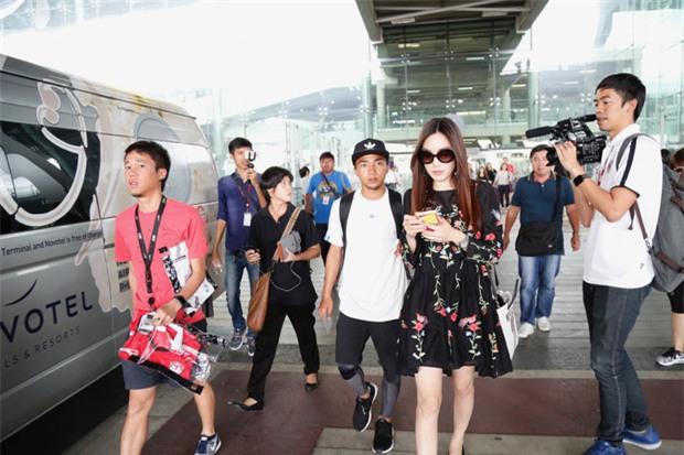 Messi Thái Chanathip khoe bạn gái người mẫu xinh đẹp - Ảnh 2.