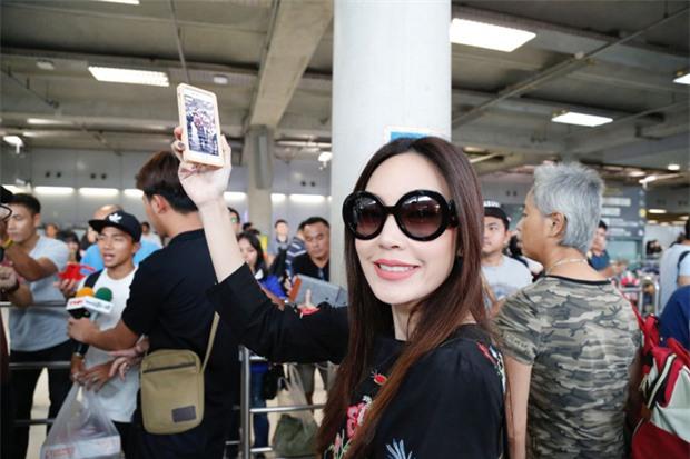 Messi Thái Chanathip khoe bạn gái người mẫu xinh đẹp - Ảnh 3.