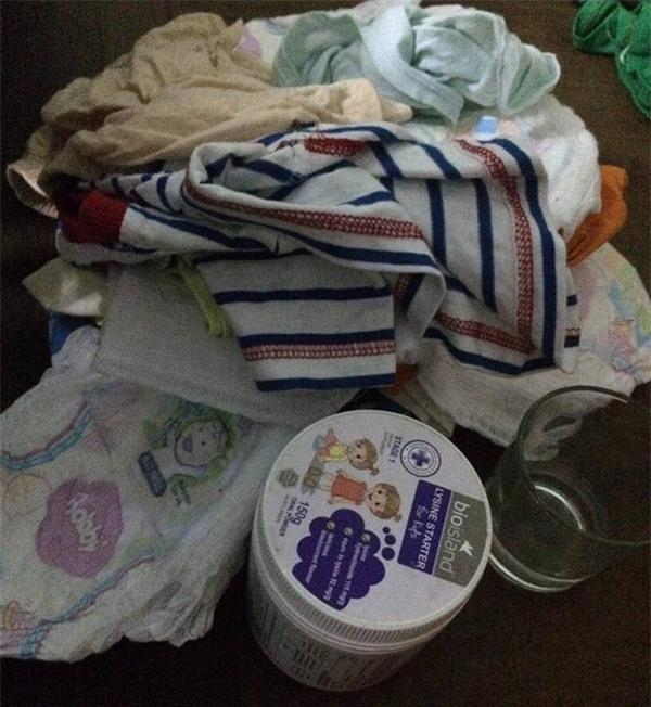Hà Nội: Bé trai 1 tuổi bị bỏ rơi tại hội chợ kèm theo lá thư người mẹ để lại nói lời xin lỗi con - Ảnh 3.