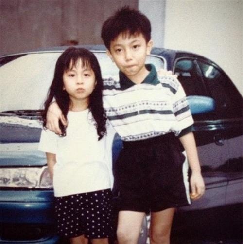 Hình ảnh hiếm hoi của Gil Lê (bên trái) khi còn bé. - Tin sao Viet - Tin tuc sao Viet - Scandal sao Viet - Tin tuc cua Sao - Tin cua Sao