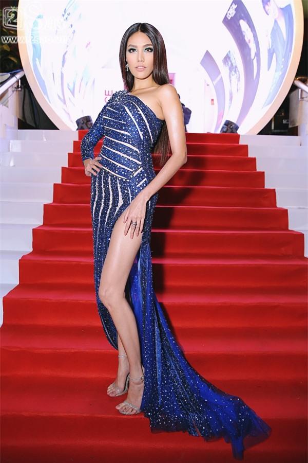 Minh Hằng - Hoàng Thùy đua top mặc đẹp trên thảm đỏ với loạt thiết kế bồng bềnh-2