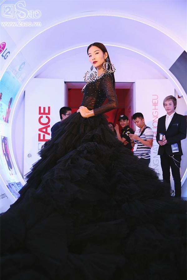 Minh Hằng - Hoàng Thùy đua top mặc đẹp trên thảm đỏ với loạt thiết kế bồng bềnh-3