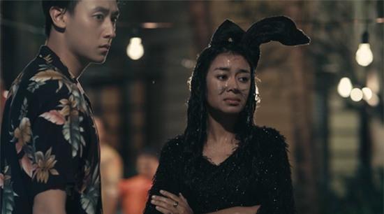 Vừa hôn Rocker Nguyễn, Angela Phương Trinh lại lên giường với Hữu Vi trong tập 2 Glee-2
