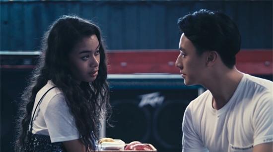 Vừa hôn Rocker Nguyễn, Angela Phương Trinh lại lên giường với Hữu Vi trong tập 2 Glee-3