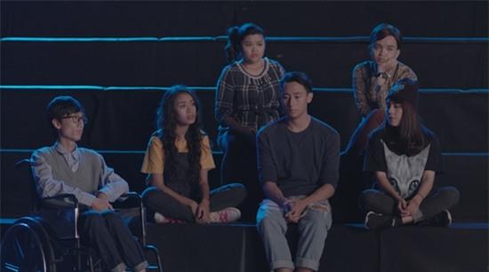 Vừa hôn Rocker Nguyễn, Angela Phương Trinh lại lên giường với Hữu Vi trong tập 2 Glee-7