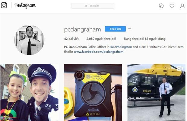 """""""Soái ca cảnh sát gây chú ý với điệu nhảy tưng bừng trong lễ hội Notting Hill lớn nhất nước Anh - Ảnh 3."""