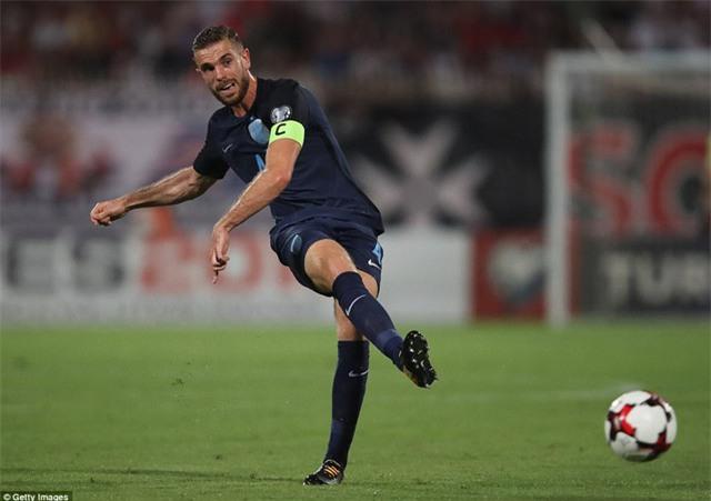 Henderson được trao băng đội trưởng tuyển Anh