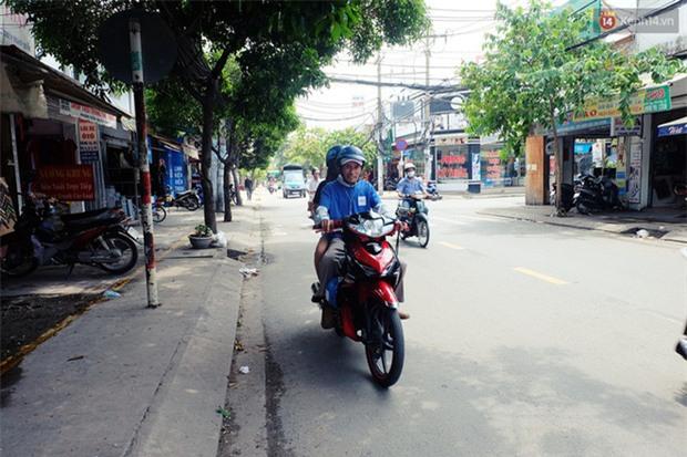 Câu chuyện cảm động của thầy giáo đơn thân chạy xe ôm nuôi 2 cô con gái ăn học ở Sài Gòn - Ảnh 5.