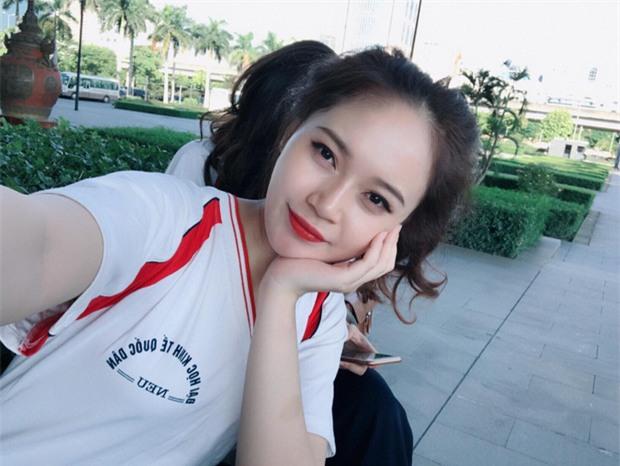 Tấm ảnh 5 cô bạn xinh đẹp, cùng mặc đồng phục Kinh tế quốc dân hot nhất hôm nay! - Ảnh 3.