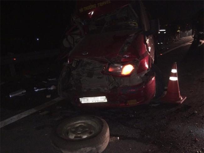 3 xe khách tông nhau kinh hoàng trên cao tốc,11 người bị thương - 2