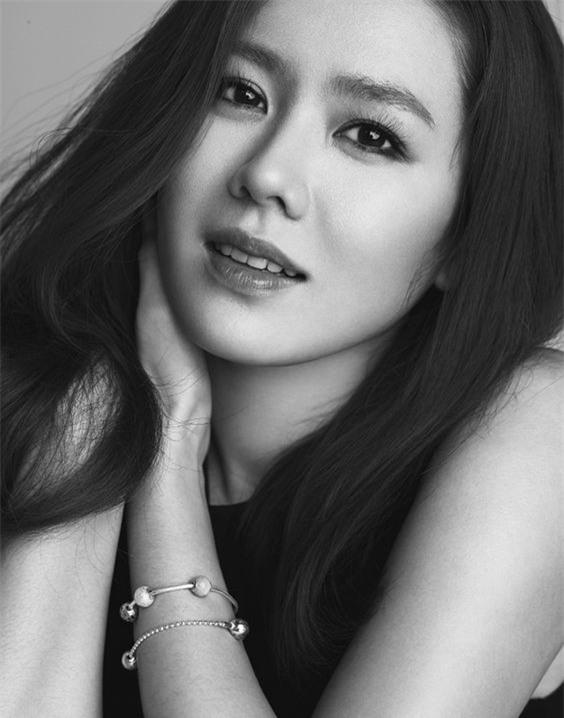 Quên 10 bước dưỡng da đi, So Ji Jin chỉ làm có 3 bước mà luôn lọt top mỹ nhân không tuổi của Hàn đấy - Ảnh 2.