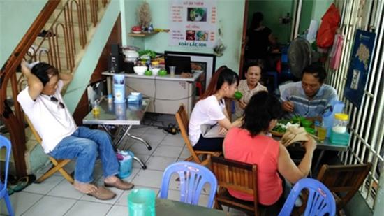 Thăm quán bún đậu và nơi ở đạm bạc của gia đình Đông Hùng - Ảnh 2.