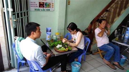 Thăm quán bún đậu và nơi ở đạm bạc của gia đình Đông Hùng - Ảnh 3.