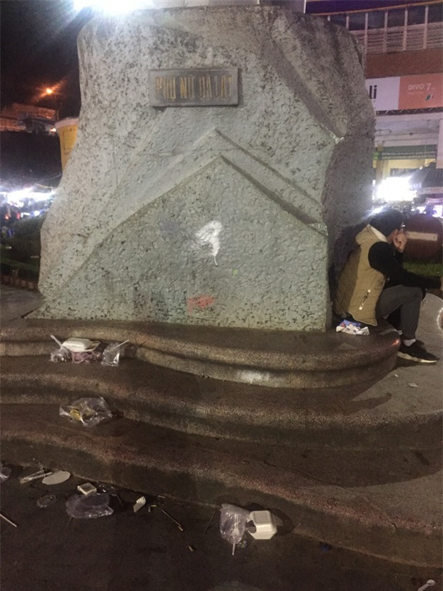 Nhắc nhở người bán hàng, cô lao công ở Đà Lạt nhận lại câu nói: Không xả rác thì lấy việc đâu các cô làm! - Ảnh 10.