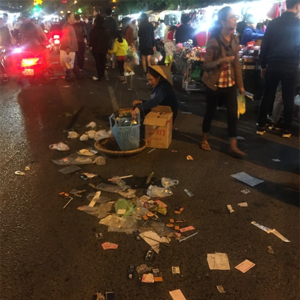 Nhắc nhở người bán hàng, cô lao công ở Đà Lạt nhận lại câu nói: Không xả rác thì lấy việc đâu các cô làm! - Ảnh 5.