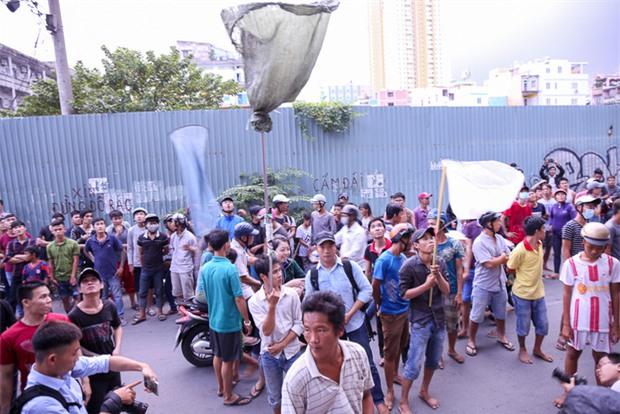 Vợt chế từ mùng, bao gạo và... thùng xốp - Đội quân giật cô hồn ở Sài Gòn ngày càng chuyên nghiệp - Ảnh 10.