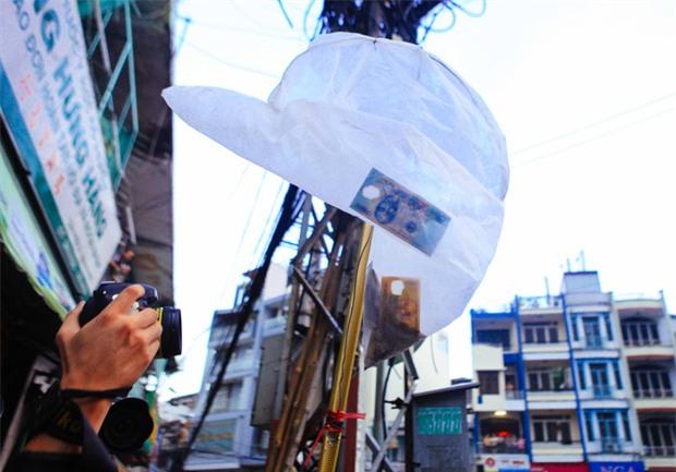 Vợt chế từ mùng, bao gạo và... thùng xốp - Đội quân giật cô hồn ở Sài Gòn ngày càng chuyên nghiệp - Ảnh 12.