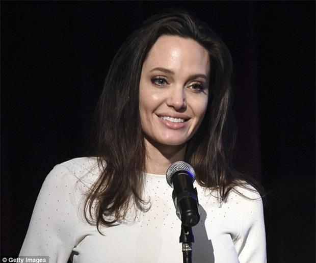 Cuộc hôn nhân Brad Pitt và Angelina Jolie: Ngôn tình đấy nhưng không thiếu chiêu trò để PR tên tuổi - Ảnh 5.