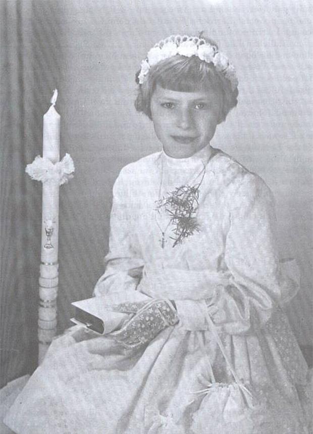 Câu chuyện đầy ám ảnh của cô gái trẻ Anneliese Michel, nguyên bản Emily Rose trong bộ phim đình đám của Hollywood - Ảnh 2.