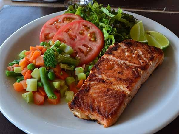 Siêu thực phẩm cải thiện sức khỏe xương, phòng chống loãng xương mọi chị em cần biết - Ảnh 4.