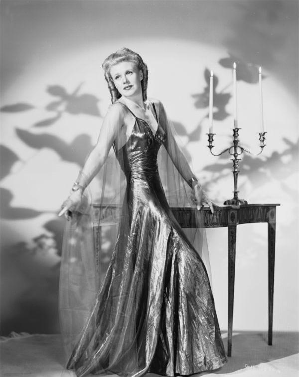 Nhìn lại thời trang 60 năm trước để thấy xu hướng năm nay đã quay vòng ngoạn mục thế nào - Ảnh 7.