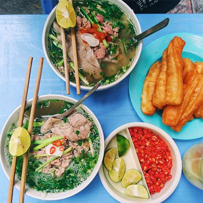 8 món ăn dân dã khách Tây hay rỉ tai nhau phải nếm khi đến Hà  Nội - Ảnh 1.
