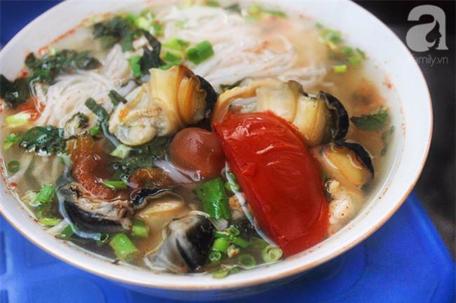 8 món ăn dân dã khách Tây hay rỉ tai nhau phải nếm khi đến Hà  Nội - Ảnh 3.