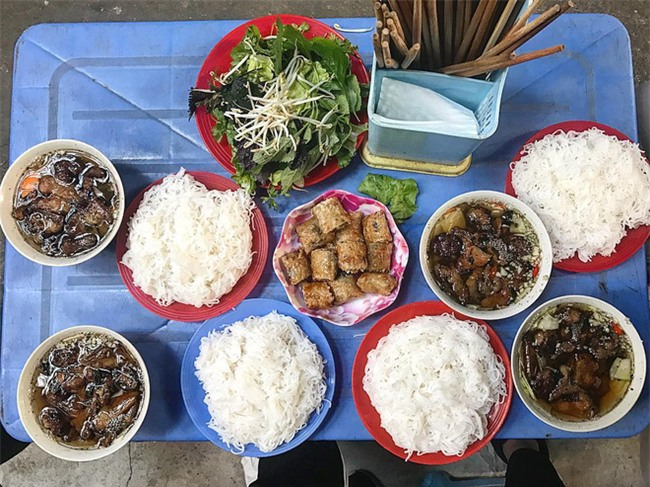 8 món ăn dân dã khách Tây hay rỉ tai nhau phải nếm khi đến Hà  Nội - Ảnh 6.