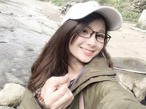 Cô gái trẻ xinh đẹp gây bão mạng trong clip hỏi vợ với 50 nghìn đồng ở Sapa-3