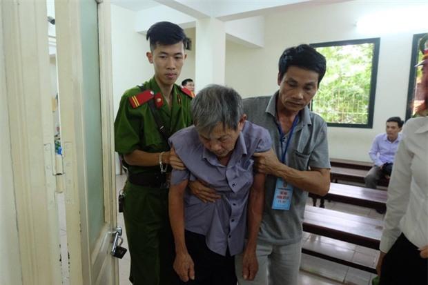 Xử vụ cụ ông 79 tuổi hiếp dâm bé gái ở Hà Nội: Bị can được đưa đến tòa trong tình trạng mệt mỏi - Ảnh 2.