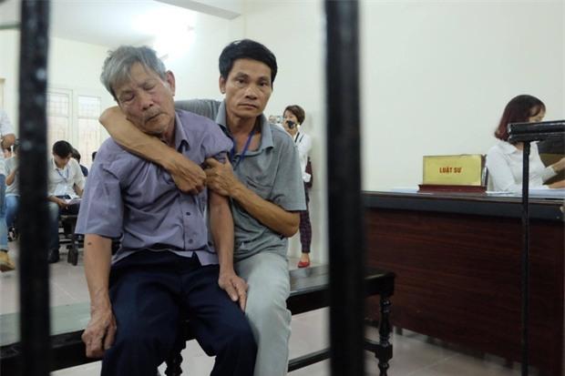 Xử vụ cụ ông 79 tuổi hiếp dâm bé gái ở Hà Nội: Bị can được đưa đến tòa trong tình trạng mệt mỏi - Ảnh 3.