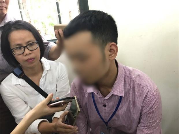 Xử vụ cụ ông 79 tuổi hiếp dâm bé gái ở Hà Nội: Bị can được đưa đến tòa trong tình trạng mệt mỏi - Ảnh 5.