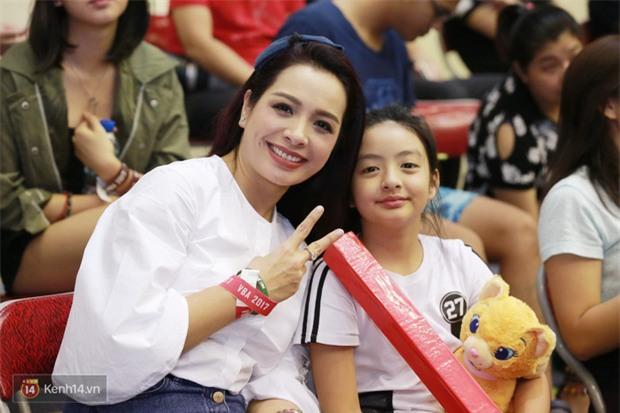 Á hậu Tú Anh, Lệ Hằng làm nóng trận mở màn VBA 2017 - Ảnh 11.