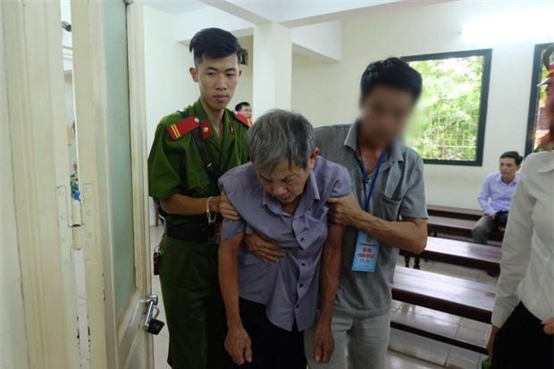 Hà Nội: Cụ ông 79 tuổi hiếp dâm bé gái bị phạt 8 năm tù - Ảnh 2.