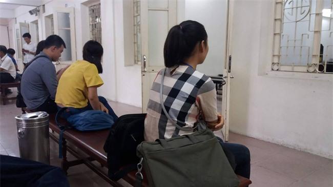 Cụ ông 79 tuổi hiếp dâm bé gái 3 tuổi ở Hà Nội nhận mức án 8 năm tù, bồi thường 33 triệu đồng - Ảnh 2.