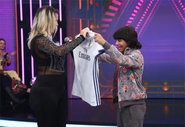 Ronaldo đã nói gì qua video khiến cậu bé nghèo bật khóc vì hạnh phúc? - Ảnh 2.