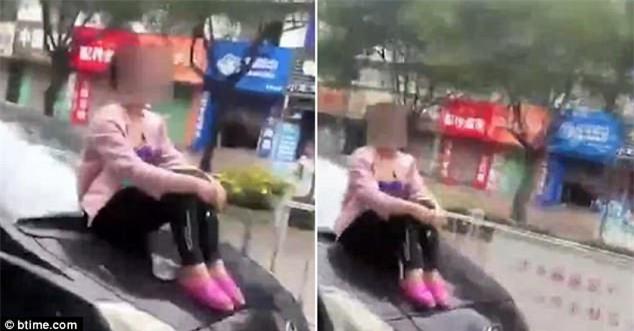 Cãi nhau với chồng, vợ bất chấp tính mạng bám trụ trên nóc capo xe đang chạy - Ảnh 2.