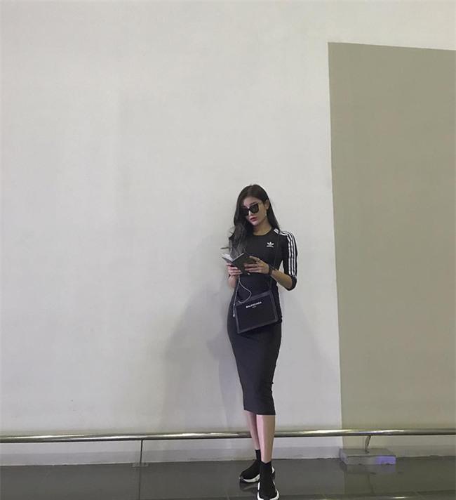 Thu/Đông này, không phải blazer, những đôi giày kiêm tất mới là món đồ đang chiếm lĩnh tủ đồ của sao Việt - Ảnh 24.