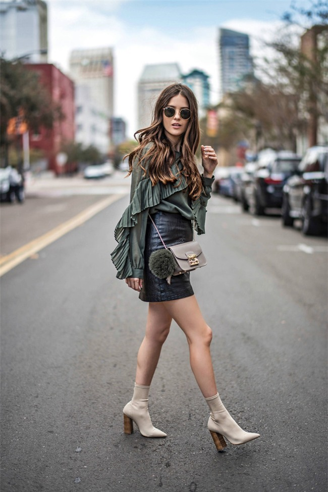 Thu/Đông này, không phải blazer, những đôi giày kiêm tất mới là món đồ đang chiếm lĩnh tủ đồ của sao Việt - Ảnh 8.
