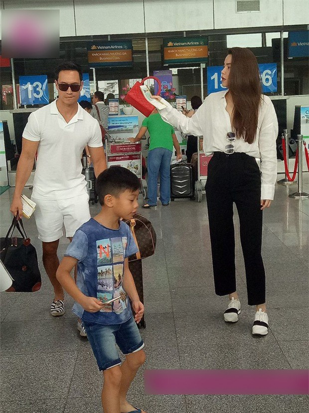 Lộ ảnh Kim Lý ân cần xách va ly cho Hồ Ngọc Hà và Subeo sau chuyến nghỉ dưỡng nhân dịp lễ 2/9 - Ảnh 2.