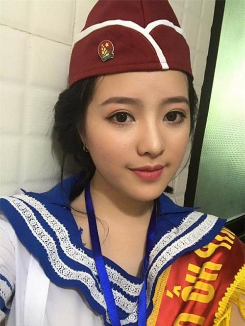 Vẻ đẹp của nữ Chỉ huy 17 tuổi khiến dân mạng sục sôi kiếm tìm - Ảnh 1.